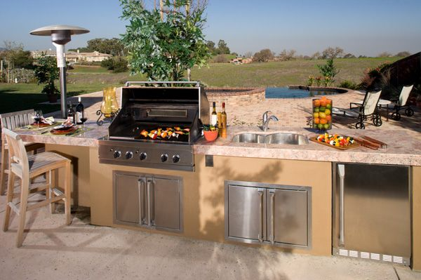 Countertop heaters add warmth when entertaining in an outdoor kitchen.