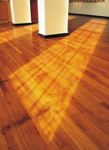 Green flooring types and their compatibility with radiant heating.